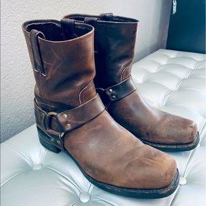 Rugged Brown Leather Frye Boots w/ Ring & Pulls